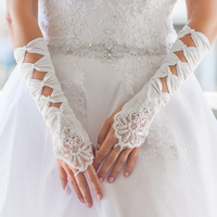 SATIN BRIDAL 4 BOW FINGERLESS GLOVES W/LACE ON HAN