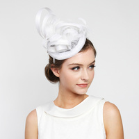 WHITE MINI CHURCH FASCINATOR WITH FLOWER CENTER & FEATHERS