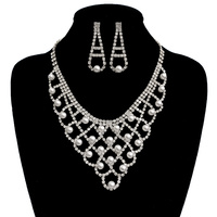 LONG OVAL NECKLACE SET W/PEARLS