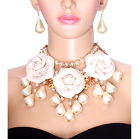 CHUNKY PEARL AND BEAD NK SET W/ FLOWERS