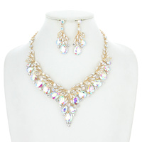 V RHINESTONE AND PEARL NECKLACE SET